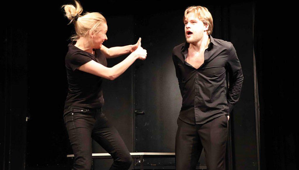 2 Schauspielstudenten improvisieren