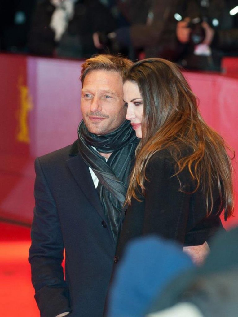 Unser Absolvent Thomas Kretschmann zusammen mit der Schauspielerin Brittany Rice bei der Eröffnung der Berlinale 2012.